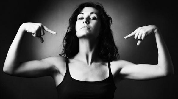 Kadınlar erkeklerden biyolojik olarak daha güçlü