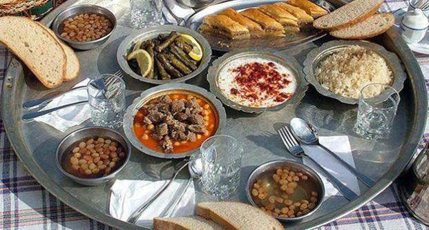 Türkiye'nin yüzde 42'si yemeği yer sofrasında yiyor