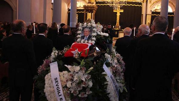 Efsane doktor Türk bayrağıyla uğurlandı
