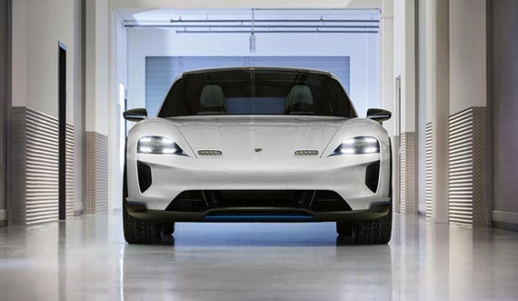 Porsche'nin elektrikli Crossover'ı