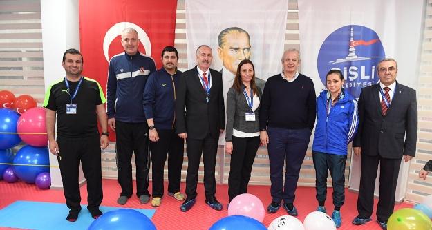 Şişli'nin 8'inci spor salonu açıldı