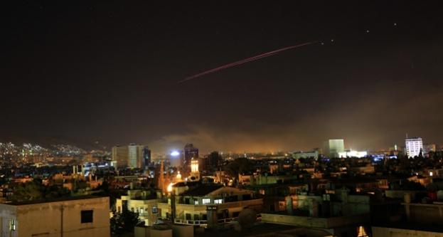 ABD, Fransa ve İngiltere Suriye'yi vurdu