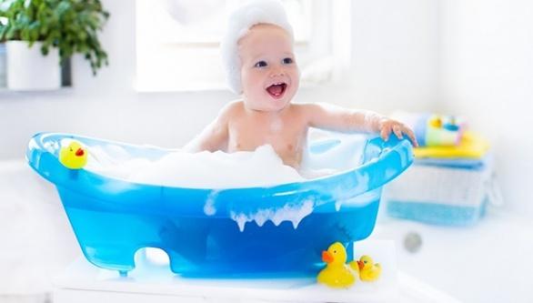 Bebekler için sağlıklı banyo keyfi