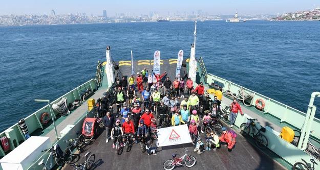 Çocuklar İDO ile bisiklete biniyor