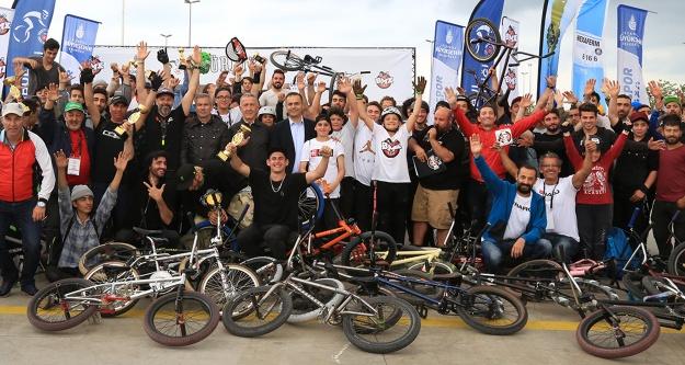 Bisiklet tutkunları Maltepe'de buluştu