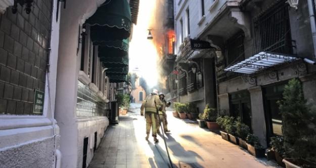 Beyoğlu#039;nda yangın: 4 kişi öldü