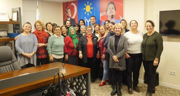 Ünal'dan 8 Mart Dünya Kadınlar Günü mesajı