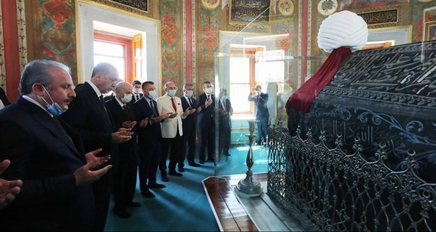 Erdoğan ve Bahçeli Fatih#039;in türbesini ziyaret etti
