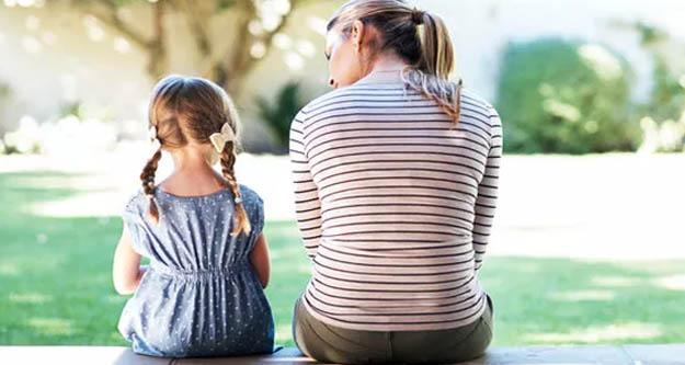 AYM'den tarihi karar: Çocuklar artık annelerinin soyadlarını taşıyabilecek