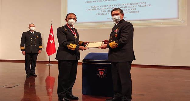 Khan Niaz'ye TSK liyakat madalyası