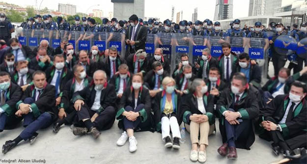 Çoklu baro eylemine katılan avukatlar hakkında soruşturma