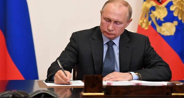 Putin 'İyilik Çemberi Vakfı 'için imzayı attı