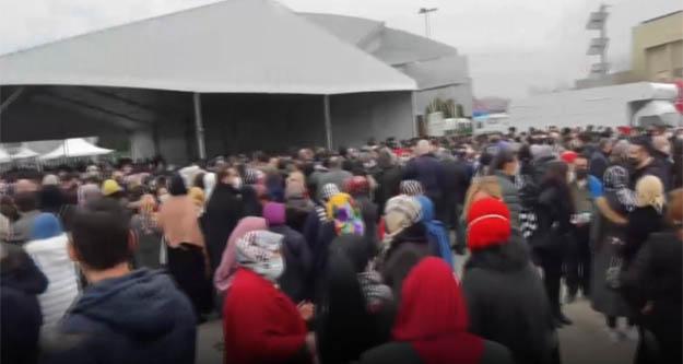 AKP kongresinde sosyal mesafe yok sayıldı