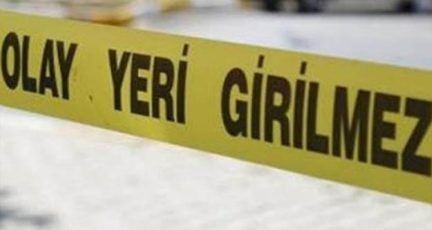 Karısını önce bıçakladı sonra 5 çocuğunun önünde boğarak öldürdü