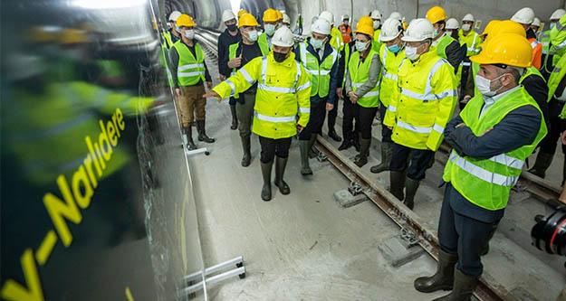Kılıçdaroğlu ,30 metre  yerin altına inip metro hattını inceledi