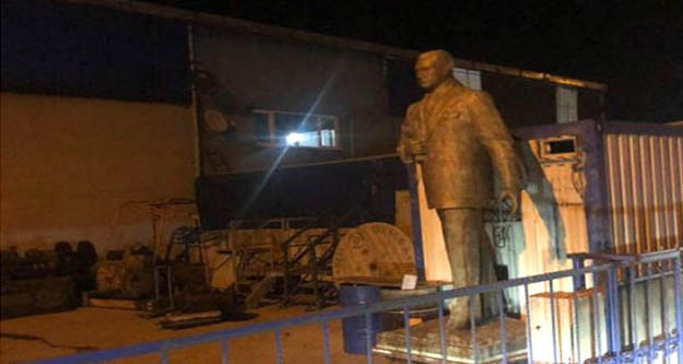 Polis okulunda Atatürk heykelini  hurda diye satışa çıkardılar