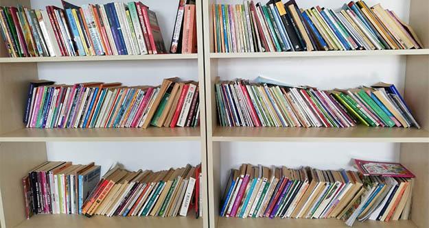 Topladıkları kitaplarla yüzlerce öğrenciyeı şık oldular