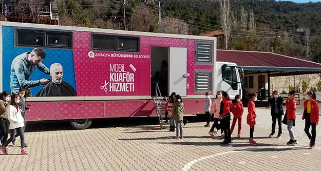 Antalya Büyükşehir'in Mobil Kuaför Tır'ı Gündoğmuş'ta