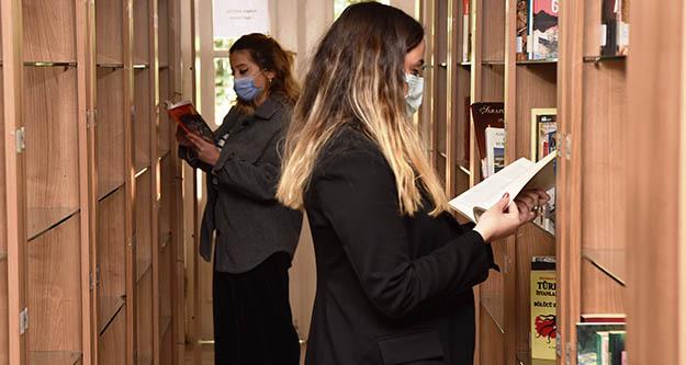 Bornova'da  kent kitaplıkları açıldı