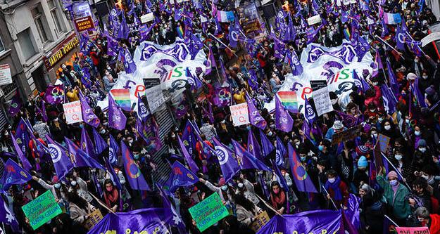 Feminist Gece Yürüyüşü'nde 13 kişi gözaltına alındı
