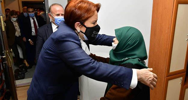 Meral Akşener 92 yaşındaki Kezban nineyi evinde ziyaret etti
