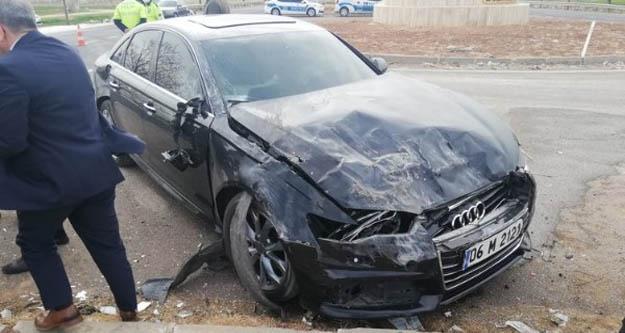 Meral Akşener'in konvoyunda kaza.3 kişi yaralandı