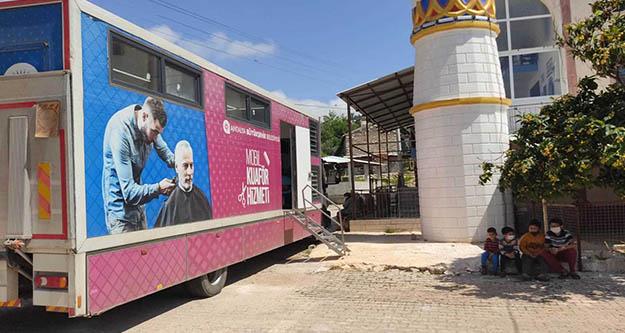 Antalya Büyükşehir'in  mobil kuaförü hizmet vermeye devam ediyor