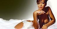 Rihanna Katolikleri kızdırdı
