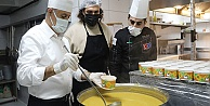 Masterchef Barbaros destek ekibiyle mutfağa girdi