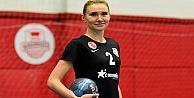 Olga Laiuk'la sözleşmeyi imzaladı