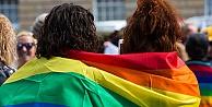 Ticaret Bakanlığın'dan LGBT Kararı: Gökuşağı temalı ürünlere +18 uyarısı şartı
