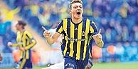 Fenerbahç  Mesut Özil ile 3,5 yıllık sözleşme imzaladı