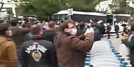 Boğaziçi Üniversitesi önündeki protestoya polis müdahalesi: çok sayıda gözaltı var
