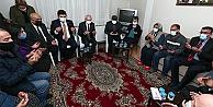 Kılıçdaroğlu, İzmir'de sel felaketinde yaşamını ailelere taziye ziyaretinde bulundu