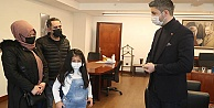 Mucize çocuk Azra  Kartal Belediye Başkanı Gökhan Yüksel'i ziyaret etti